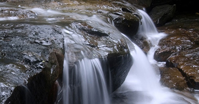 Nằm mơ thấy nước chảy, vòi nước điềm báo gì, lành hay dữ?